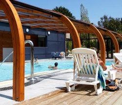 piscine couverte camping Ar Kleguer